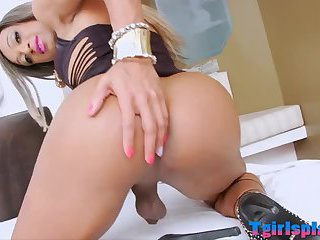 Bubble butt shemale jerking off her cock