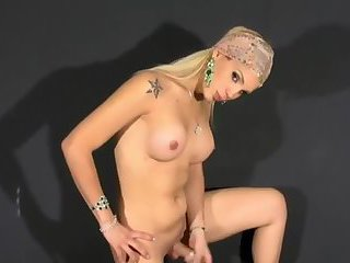 Blonde Beauty Wanking