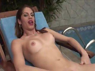 Bia Enjoys Pissing