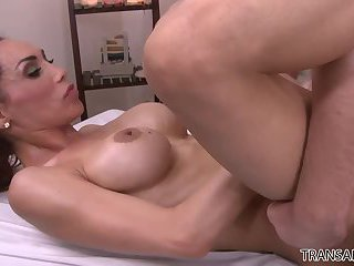 Sunday Valentina devours horny masseuse Roman Todd