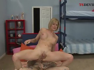 Shemale milf gets fucked in doggy style