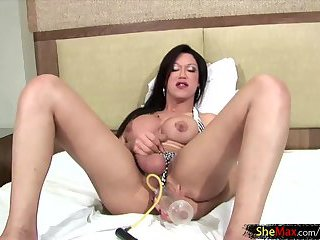 Shebabe with big love stick pounds a penis pump and moans