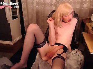 Huge cock tranny Mila playing on webcam