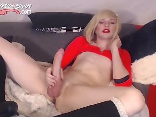 Cute blonde tranny wanks her huge cock