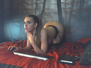 Pretty Chaturbate modelwith great ass plays on cam