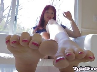 Ginger tgirls teases with toes while barefoot