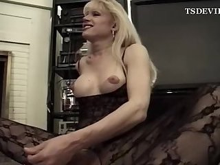 T-Wife and her new girlfriend licks each other