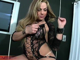 TS sexy Vixxen touching her shecock and use a dildo in front on cam