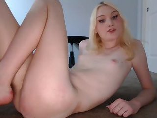 Webcam Gurl Is Caught Cumming