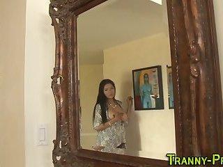 Tranny babe solo rubbing