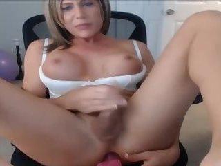 TS Beauty Cums On Cam