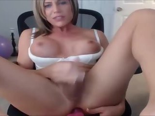 Beauty Face Shemale Cums on Cam