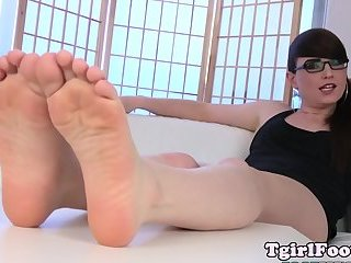 Spex tgirl showing pedicured feet