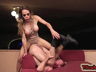 Muscle shemale seduction with cumshot
