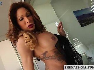 Sexy shemale Vanessa Jhons masturbating