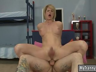 Mature tgirl Delia De Lion anal screwed