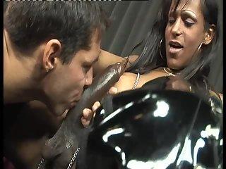 Flavia Da Monza gets blowjob