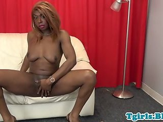 Highheeled ebony tranny jerking off her bbc