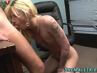 Transsexuals mouth cummed