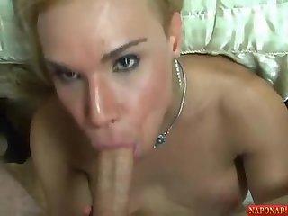 Danielly Bionda - taking a facial