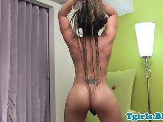 Twerking bigtits ebony ts wanks her cock