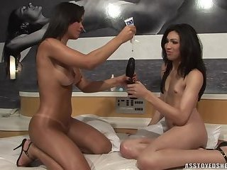 Ass toyed shemales-Sandy and Labelle