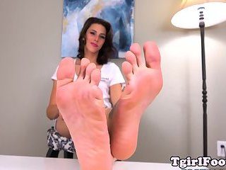 Amateur tgirl sways her tattooed feet