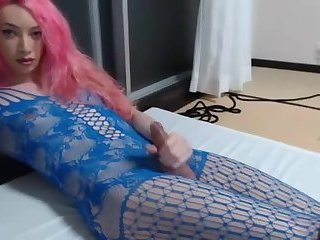 Shemale in blue lingerie with pink hair masturbates on
