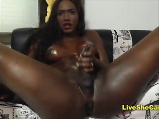 Black Webcam girljerks cock online