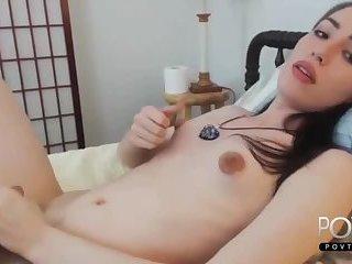 Brunette tranny cums on webcam