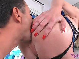 Big tits shemale Nikki Vicious analyzed