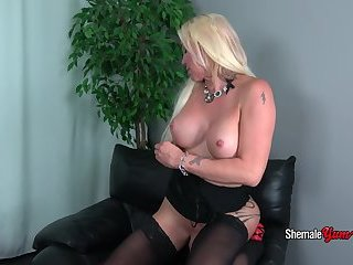 Horny Blonde Josie Wails Shakes Her Booty!