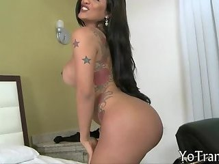 Curvy tgirl Roberta Martins anal screwed