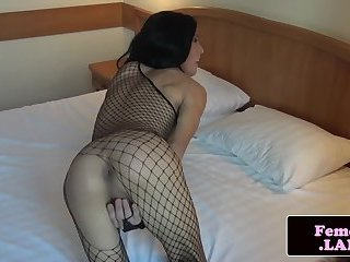 Gorgeous femboi pleasuring her asshole