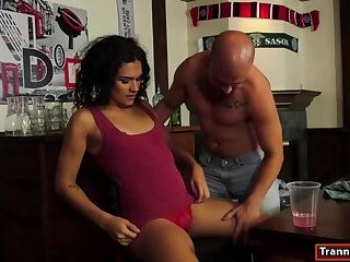 Tranny Alisia Rae gives a blowjob and assfucked by bartender