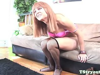 Auditioning tranny wanking off her big cock