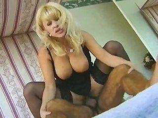 Andrea Nobili fucks Donne D'Enrico and shemale Claudia Jo