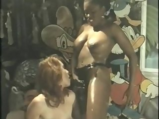 Roberto Malone, Cicciolina and 2 shemales in getero-orgy