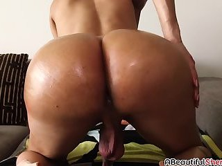 Big ass shemale Natalia La Potra does solo masturbation