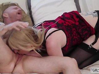 Slut tsbabe Mandy Mitchell gives wet pussy a hardcore fuck