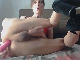 Femboy Lucy Crow spills her semen