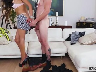 Big ass T-babe Venus Lux jacks her load on stud Arclyte