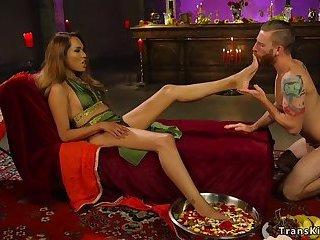 Tranny goddess gets feet worshipped