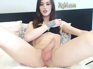 Teen Tgirl wanks off her dick