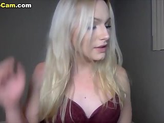 Blonde sexy shemale jerks on webcam
