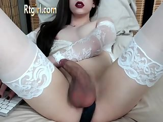 Shemale from USA splash up her cum