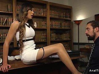 Tranny boss anal fucks employee on a desk