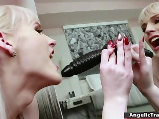 TS Lianna gets her ass and shecock toyed