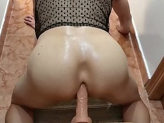 Crossdresser fucking big dildo