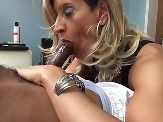Crossdesser: Bigcock cum in mouth